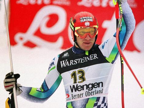 Hermann Maier triumphiert nach seinem ersten und einzigen Abfahrtssieg in Wengen