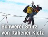 Siegmar Klotz wird nach seinem Sturz von Rettungskräften geborgen.