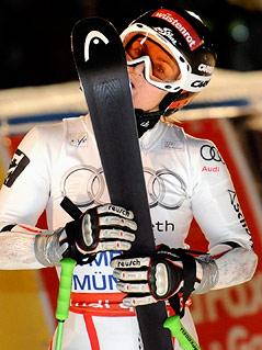Elisabeth Görgl küsst Ski