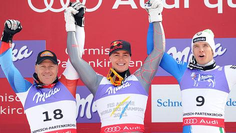 Didier Cuche (Schweiz), Weltmeister Erik Guay (Kanada) und Christof Innerhofer (Italien) am Podium nach der Abfahrt der Herren in Garmisch