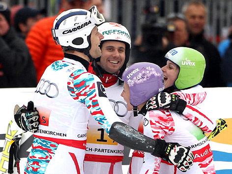 Jubel von Romed Baumann, Philipp Schoerghofer, Michaela Kirchgasser und Anna Fenninger (AUT)