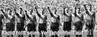 Rapid-Spieler vor dem Endspiel um die deutsche Meisterschaft gegen Schalke 1941 in Berlin