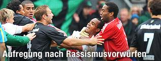 Rangelei zwischen Georg Harding (Wacker), Leonardo und Edward Gustafsson (RB Salzburg)