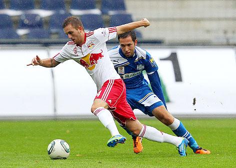 Jakob Jantscher (RBS) gegen Danijel Prskalo (Wr. Neustadt)