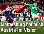 Nacer Barazite (AustriaWien) und Nedeljko Malic (Mattersburg)