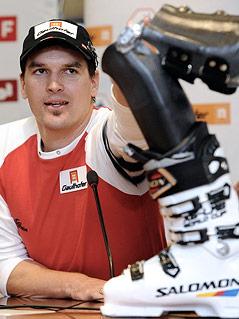 Matthias Lanzinger mit Skischuh-Prothese