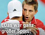 Team-Kapitän Clemens Trimmel umarmt Jürgen Melzer