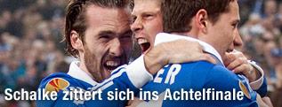 Christian Fuchs (Schalke) jubelt