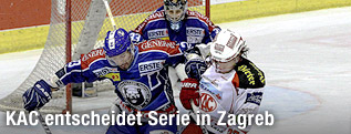 Zweikampf von Sasa Martinovic (Zagreb) und Thomas Hundertpfund (KAC)