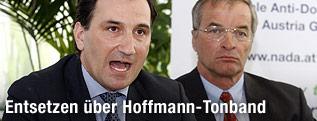 Die beiden NADA-Funktionäre Gernot Schaar und Andreas Schwab bei einer Pressekonferenz zum Thema Dopingfall Christian Hoffmann