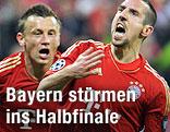 Franck Ribery jubelt mit seinem Teamkollegen Ivica Olic (beide Bayern)