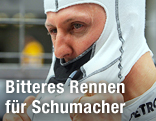 Michael Schumacher (Mercedes) nimmt seine Brandschutzmaske ab