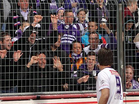 Roland Linz (Austria) vor erzürnten Fans