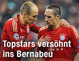 Bayern Münchens Arjen Robben und Franck Ribery diskutierend