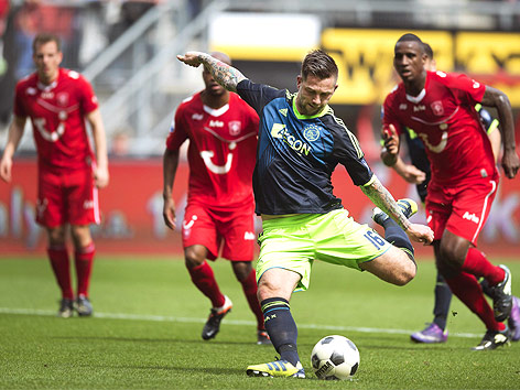 Theo Janssen (Ajax Amsterdam) setzt zum Elfmeterschuss an