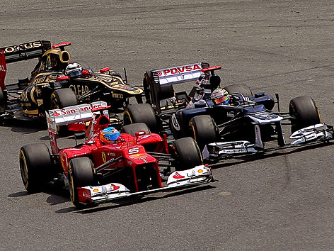 Fernando Alonso (Ferrari) und Maldonado (Williams)