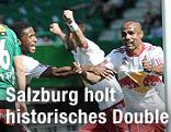 ´Jubel von Cupsieger Salzburg nach dem 1:0 durch Leonardo