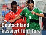 Gelson Fernandes (Schweiz) und Mesut Özil (Deutschland)