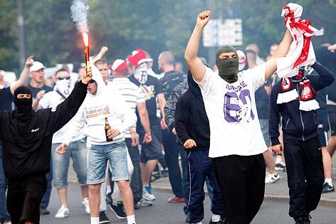 Vermummte polnische Fußballfans