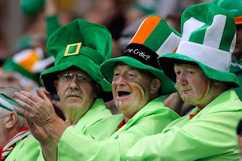 Verkleidete irische Fans mit Hut