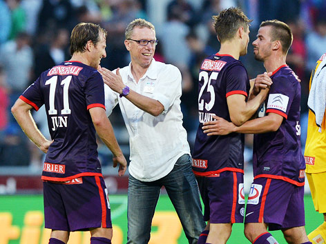 Jubel von Tomas Jun, Trainer Peter Stoeger, James Holland und Tomas Simkovic (A.Wien)