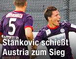Austrias Stankovic jubelt mit seinen Mitspielern