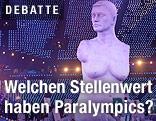 Statue ohne Gliedmaßen bei der Eröffnungsfeier der Paralympics