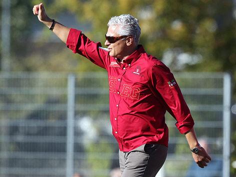 Jubel von Wiener-Viktoria-Trainer Toni Polster