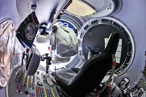 Felix Baumgartner kurz vor seinem Sprung in der Raumkapsel