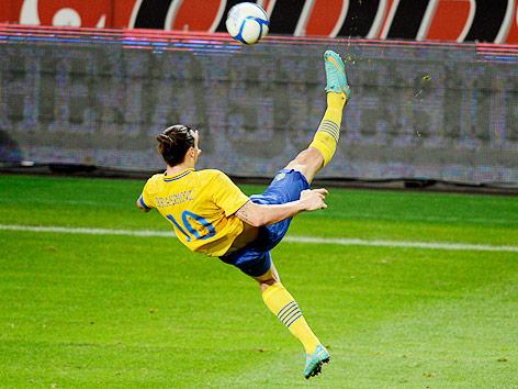Zlatan Ibrahimovic mit einem Fallrückzieher