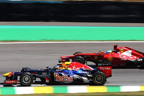 Sebastian Vettel vor Fernando Alonso