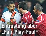 Luiz Adriano (Donetsk) diskutiert mit Nordsjaelland-Spielern