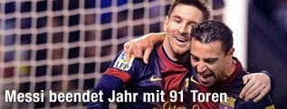 Barcelona-Spieler Messi und Xavi jubeln gemeinsam
