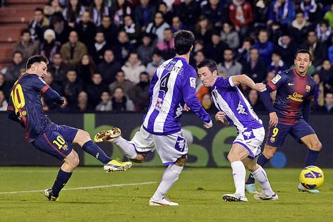 Barcelona-Spieler Messi erzielt ein Tor