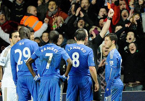 Hazard (Chelsea) erhält die rote Karte