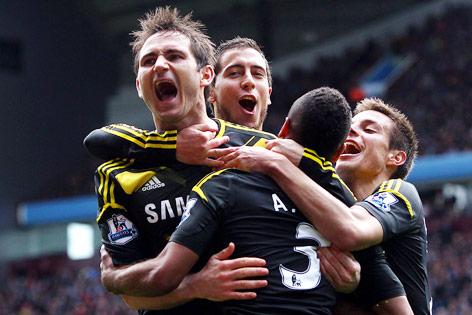 Frank Lampard (Chelsea) jubelt mit Mitspielern