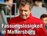 Mattersburg-Coach Franz Lederer geht enttäuscht vom Feld