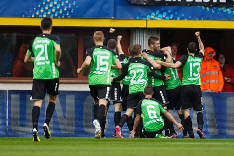 Spieler des FC Pasching jubeln