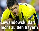 Robert Lewandowski (BVB) bindet sich seine Schuhe zusammen