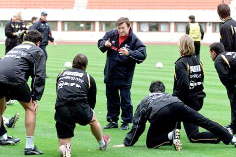Otto Baric beim Training mit der Nationalmannschaft, 2001