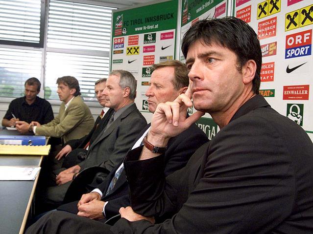 FC Tirol-Trainer Joachim Loew, RA Hansjoerg Mader und  FC  Tirol-Praesident  Othmar Bruckmueller
