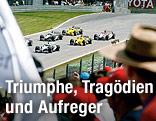 Zuschauer blicken auf Rennautos auf der Rennstrecke von Spielberg