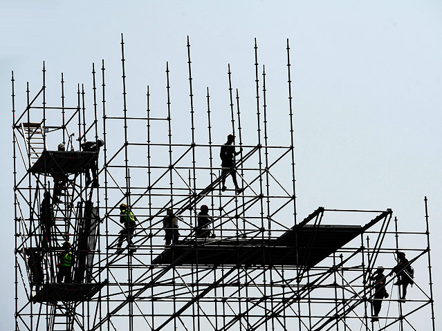 Aufbau des Sprungturms
