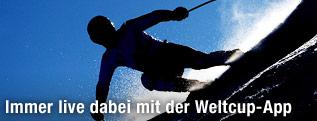 Skifahrer im Gegenlicht
