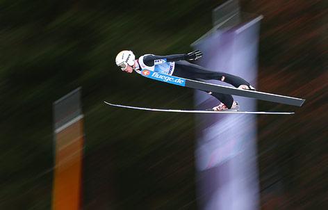 Thomas Diethart im Flug während der Vierschanzen-Tournee