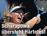 Maria Scharapowa schreit bei einem Schlag bei den Australian Open