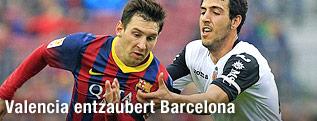 Lionel Messi (Barcelona) und Daniel Parejo (Valencia)