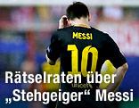 Lionel Messi kratzt sich am Kopf