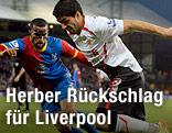 Jason Puncheon (Crystal Palace) und Luis Suarez (Liverpool)