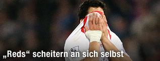 Luis Suarez (Liverpool) hält sich die Hände vors Gesicht